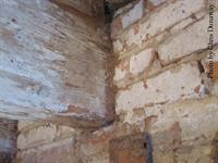 Floor joists set in wall pockets