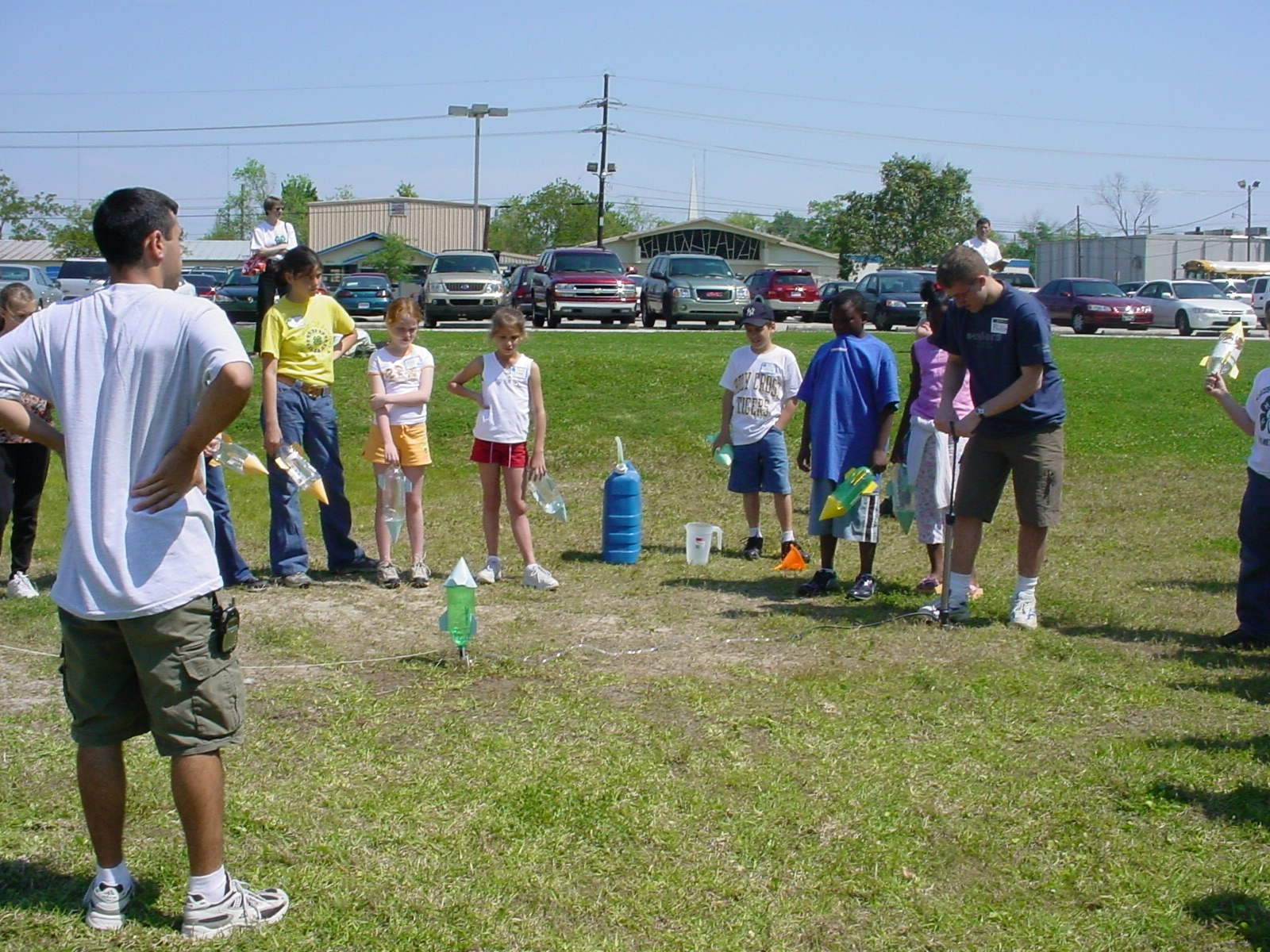 Photo of  4-H'ers participating in science activities