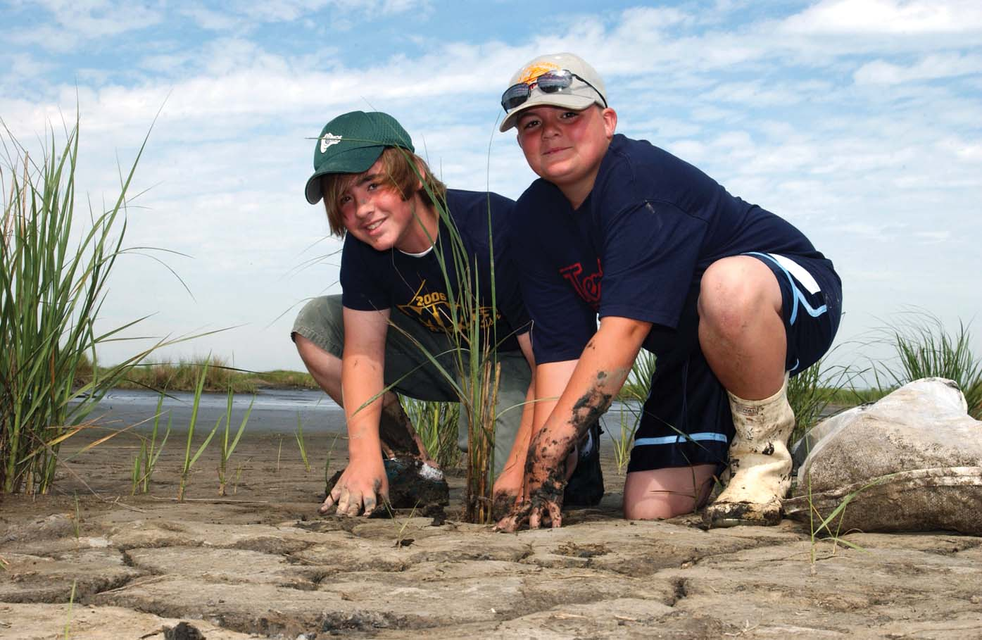 Students pitch in for coastal restoration