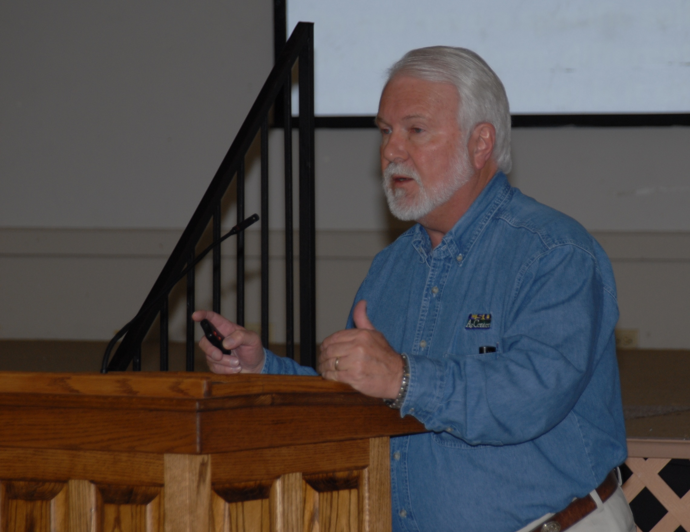 Control costs, AgCenter experts tell farmers