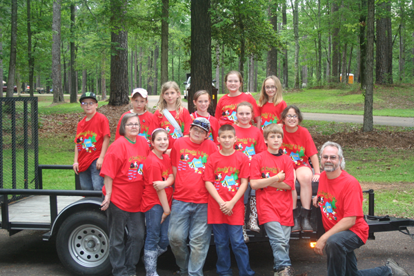 Mr. Lindell Valentine (right) with DeSoto Parish 4-Hers.