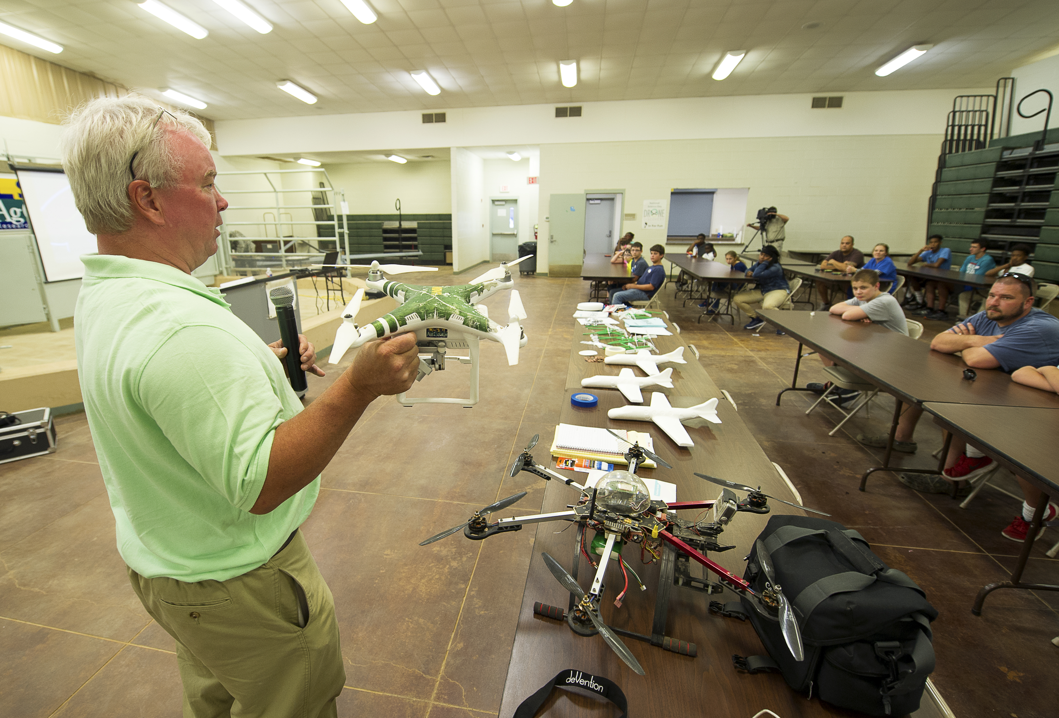 4-H'ers learn about drones at science day