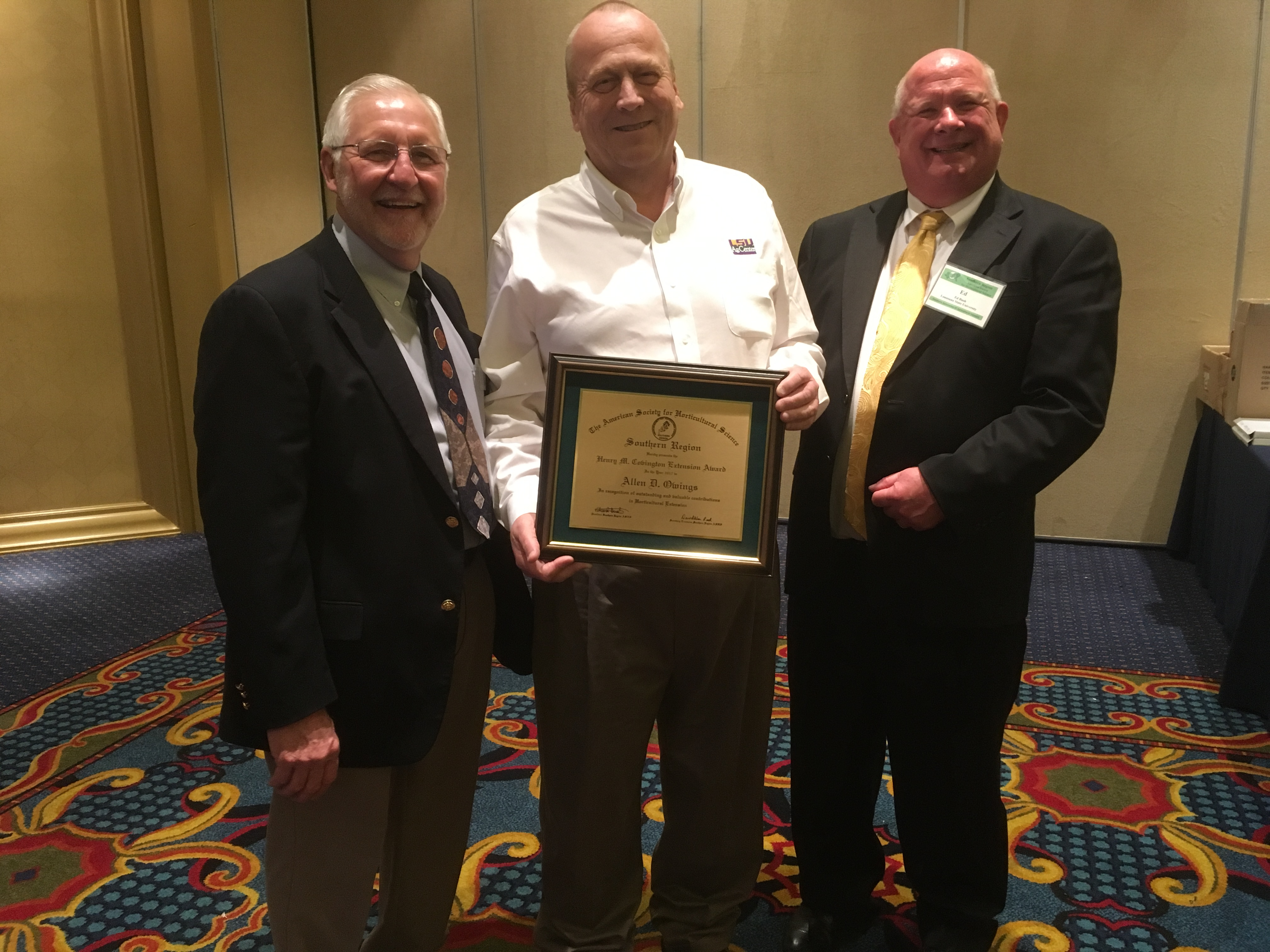 Owings receives career award from horticulture society