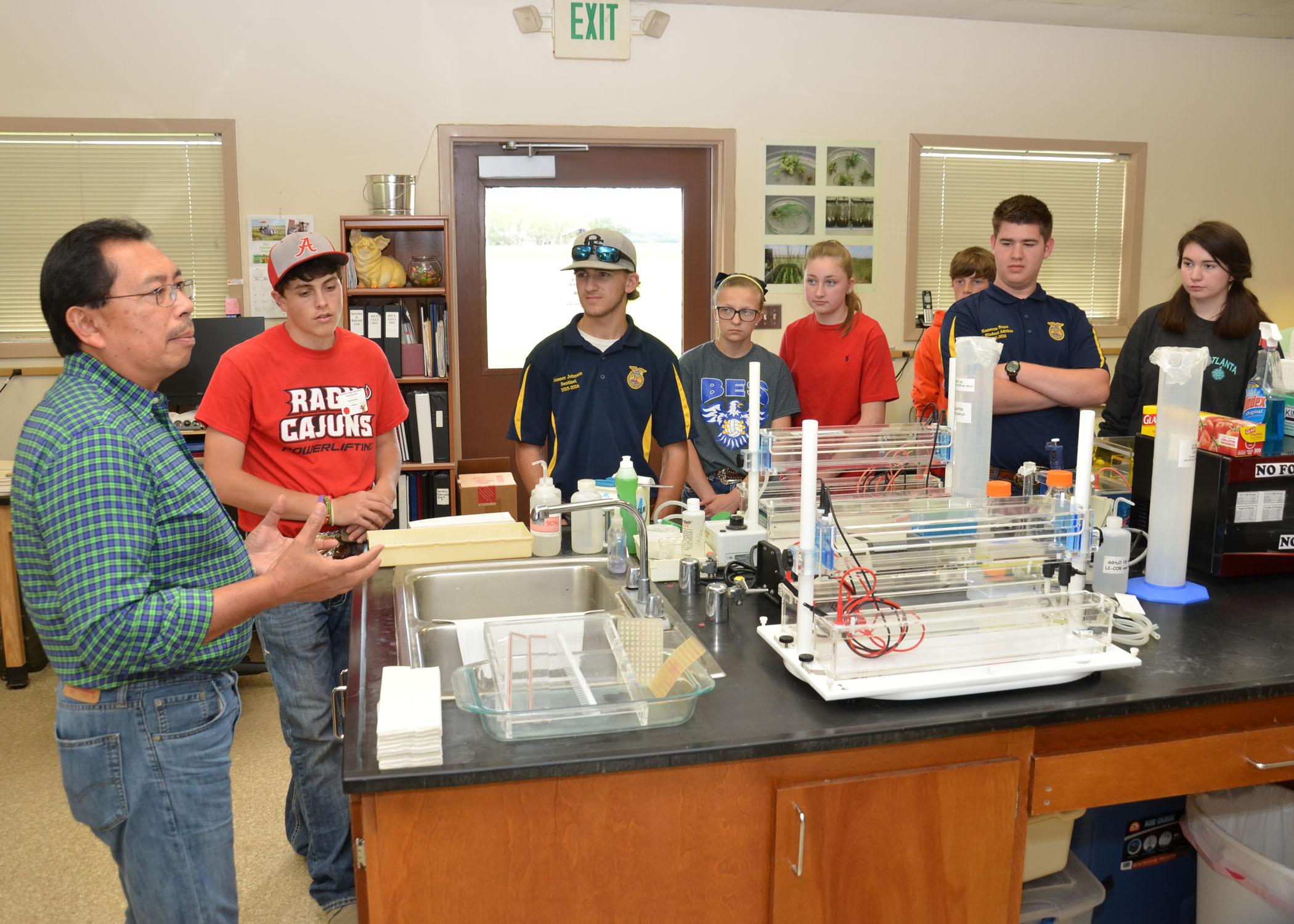 Field Days and Career Fairs Help Youth See Opportunities in Agriculture