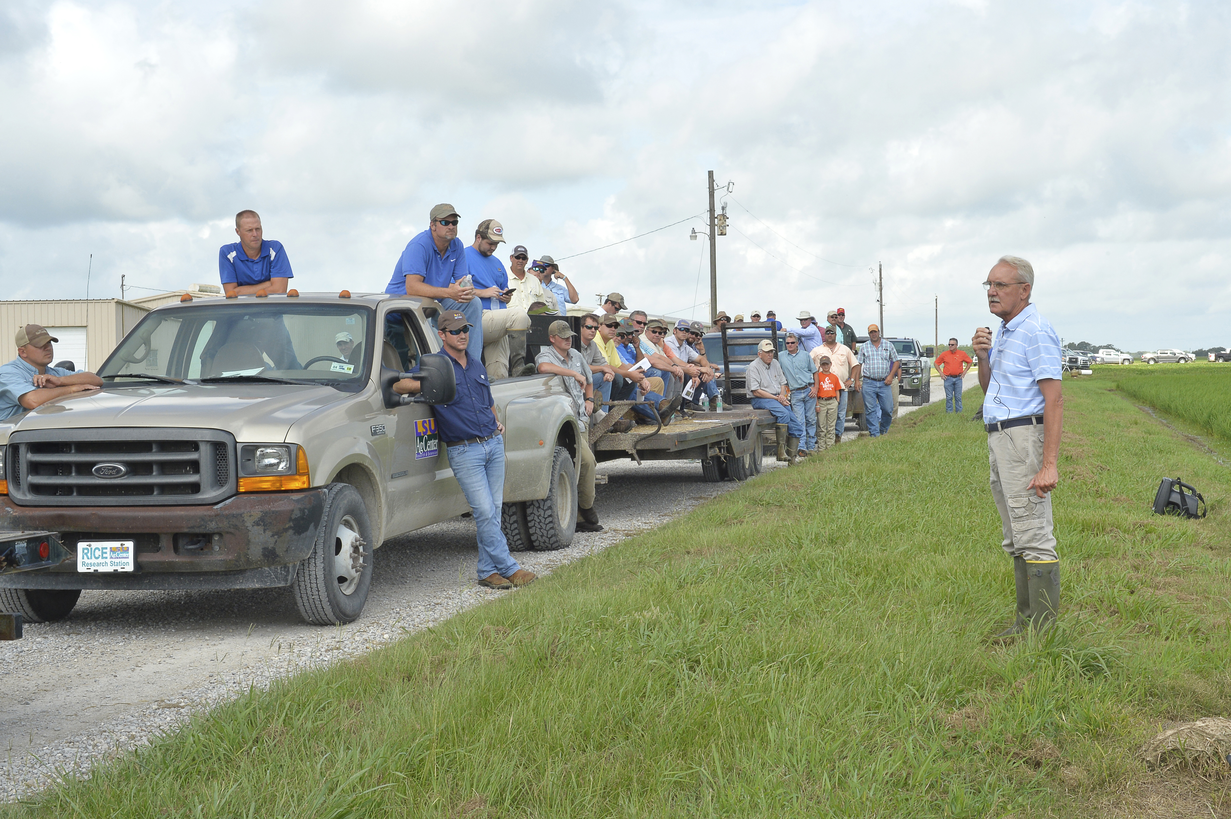 Linscombe june 14 field day.JPG thumbnail